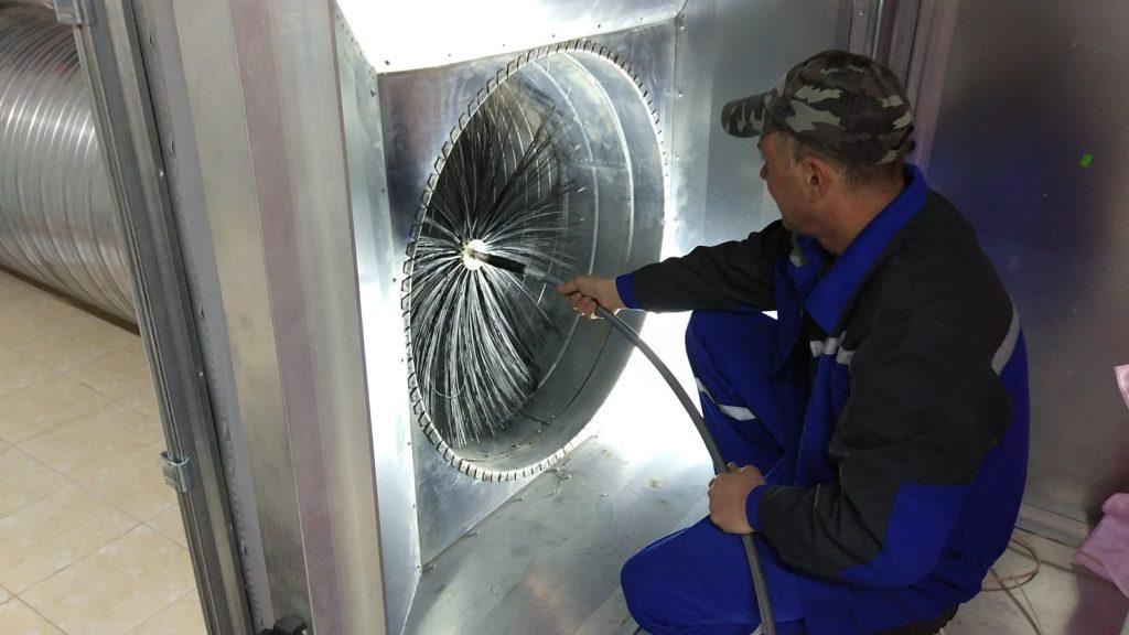 Чистка вентиляции механическим путем