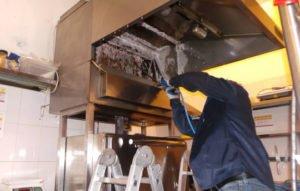 чистка вытяжки в ресторане на кухне в Москве