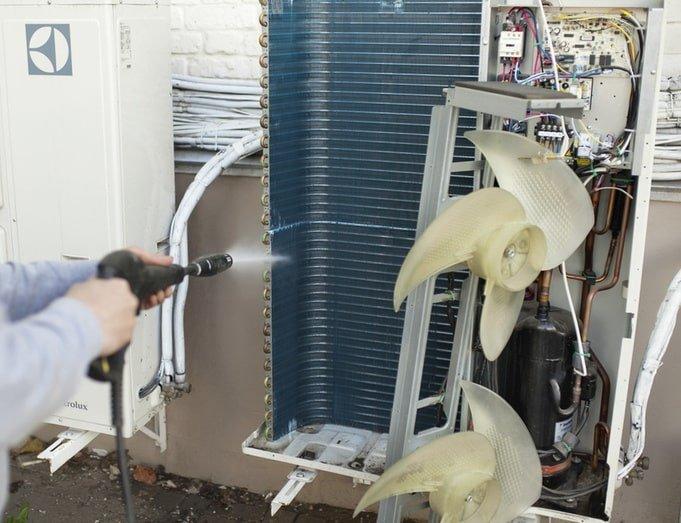 чистка внешнего блока кондиционера