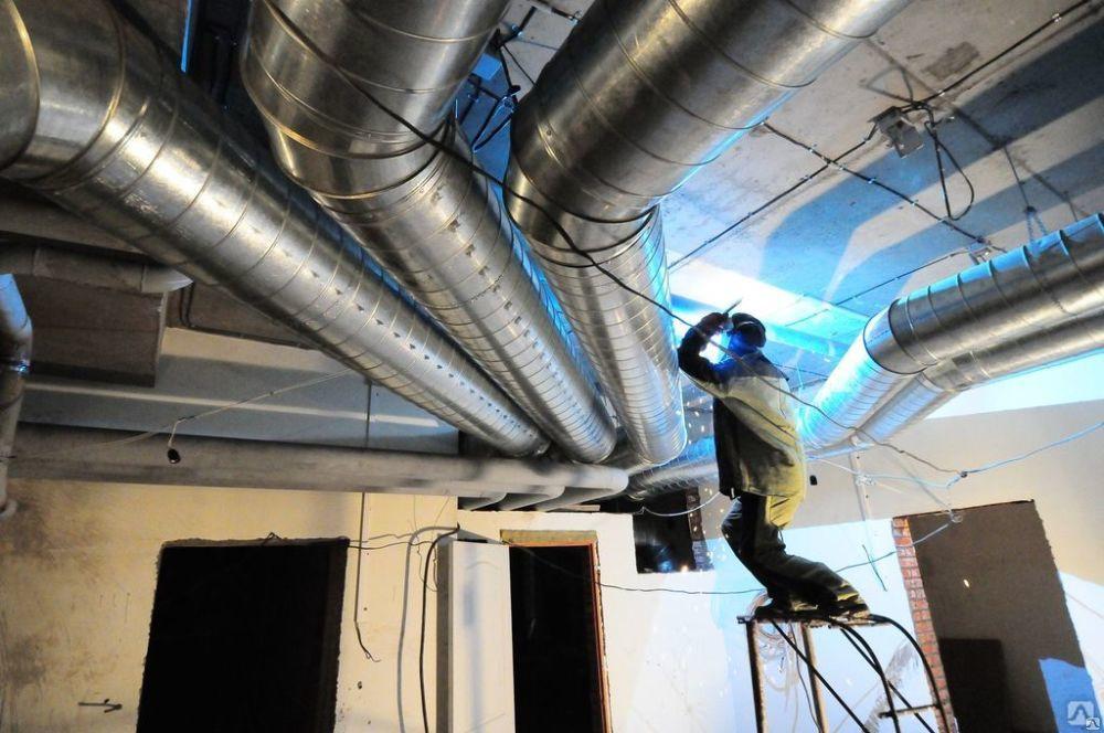процесс установки и монтажа вытяжной системы вентиляции в Москве